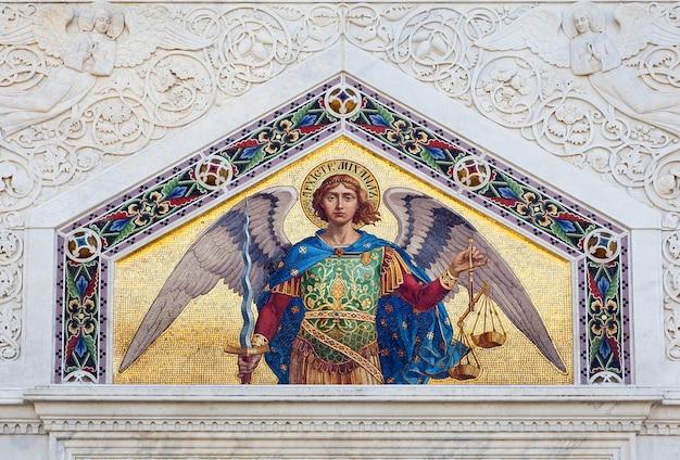 Mosaico de são miguel arcanjo, templo ortodoxo sérvio da ss. trinity e são spyridon