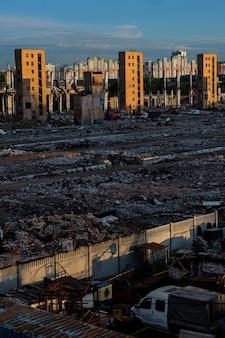 Moscovo, rússia - 5 de agosto de 2018: a ruína da antiga fábrica zil que produzia geladeiras e carros.