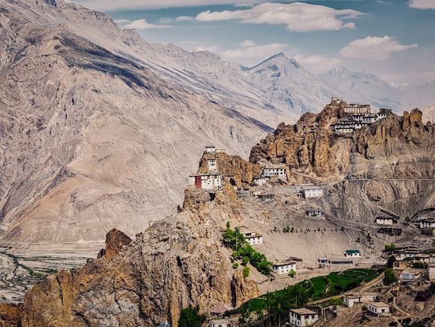 Mosteiro budista de dhankar gompa no himalaia