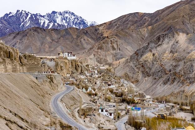 Mosteiro budista de lamayuru ou gompa, ladakh, caxemira.