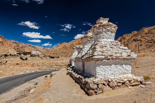 Mosteiro budista tibetano likir gompa no himalaia