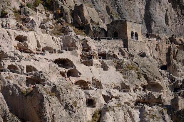 Mosteiro da caverna de vardzia na região de samtskhe-javakheti, geórgia