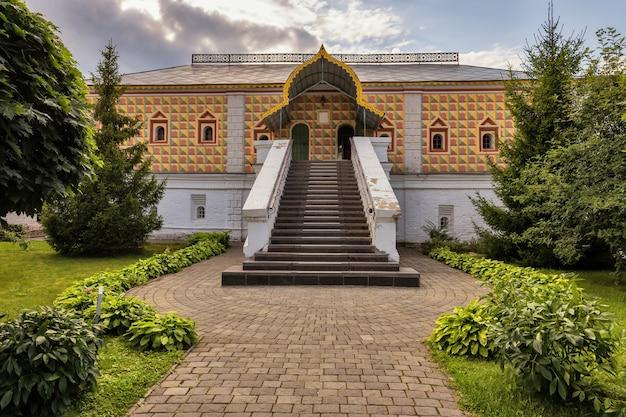 Mosteiro da santíssima trindade ipatiev nas câmaras de kostroma dos boiardos romanov