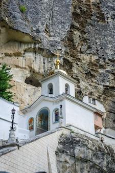 Mosteiro de caverna uspensky perto de bakchisarai, crimeia