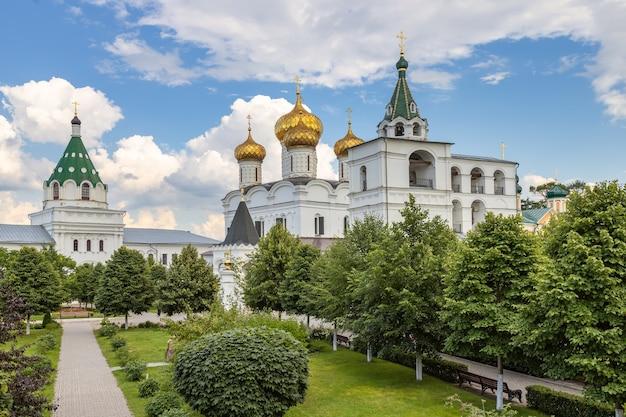 Mosteiro de ipatiev na cidade de kostroma, rússia