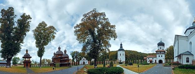 Mosteiro de krekhiv no oblast de lviv (província) da ucrânia. estabelecido no século 16 (1618y.)
