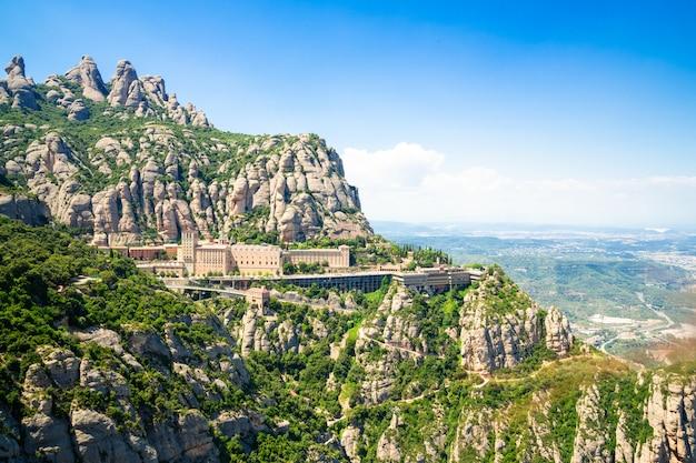 Mosteiro de montserrat está localizado na montanha de montserrat, catalunha, barcelona