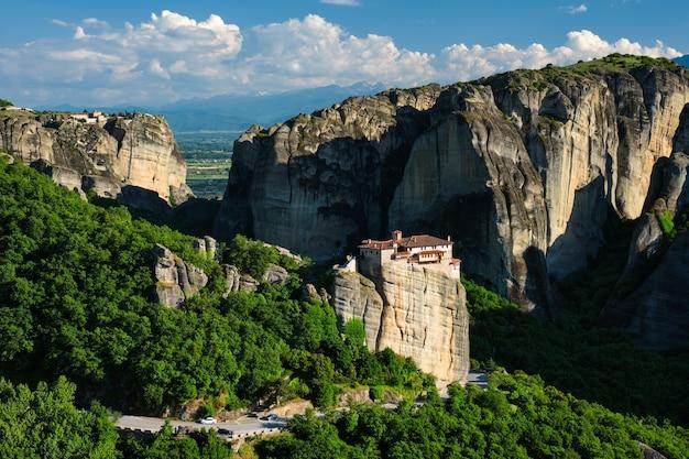 Mosteiro de rousanou e mosteiro de santo estêvão em meteora na grécia