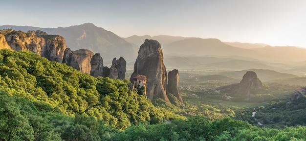 Mosteiro de rousanou em meteora, grécia