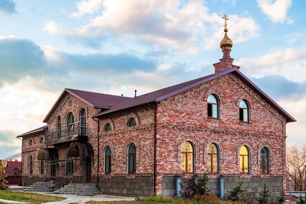 Mosteiro de são serafim para homens na ilha russky em vladivostok