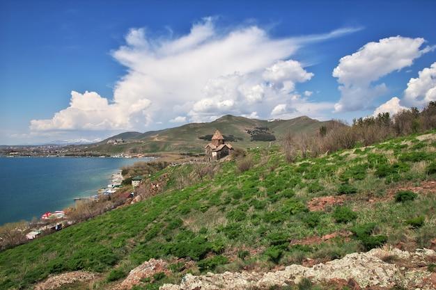 Mosteiro de sevanavank no lago sevan, armênia