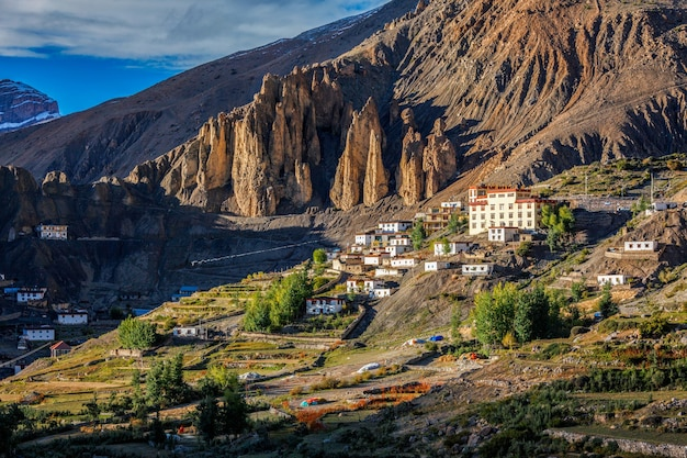 Mosteiro dhankar gompa e vila dhankar spiti valley himachal pradesh índia