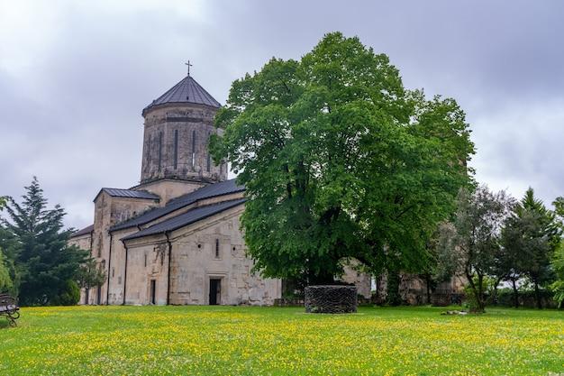 Mosteiro ortodoxo de martvili construído no século vii. geórgia, samegrolo. viajar por