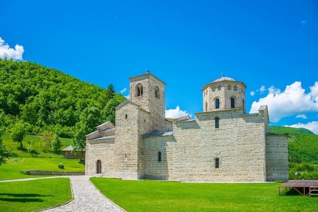 Mosteiro ortodoxo djurdjevi stupovi no montenegro
