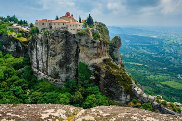 Mosteiros de meteoros da grécia