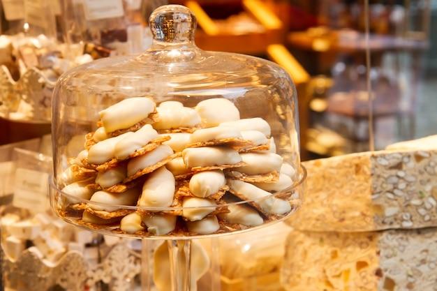 Mostra de bombons de chocolate branco na bélgica