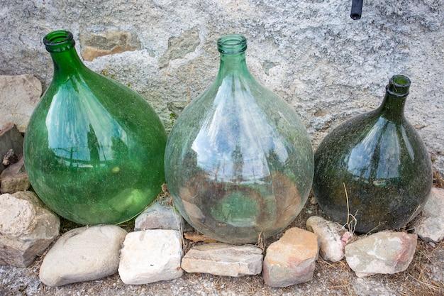 Mostra de comerciantes de vinho vazios
