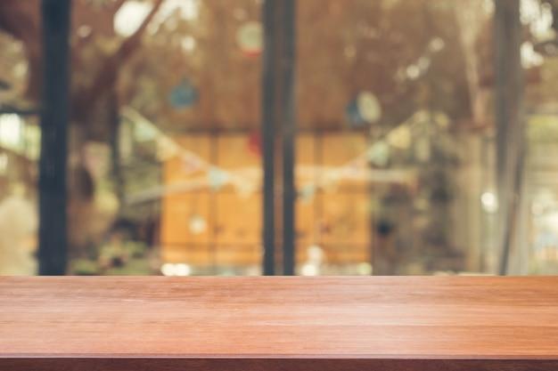 Mostrador de construção mostra perspectivas de madeira em branco