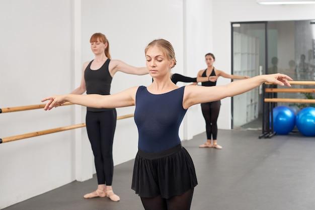 Mostrando exercício de balé