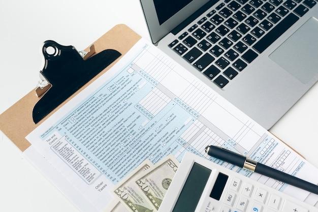 Mostrando negócios e relatório financeiro.