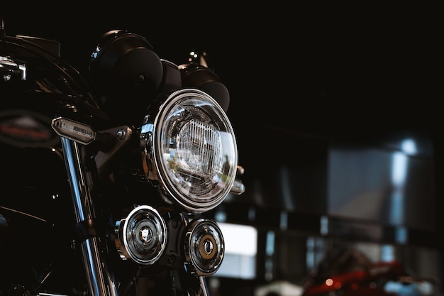 Motocicleta bigbike na sala de exposições