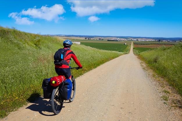 Motociclista na via de la plata caminho andaluzia espanha