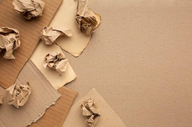 Motolite papel e desenho animado com cópia-espaço