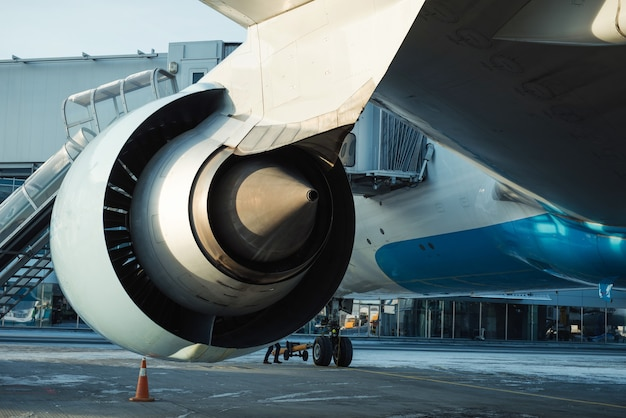 Motor e chassi de avião a jato de passageiros