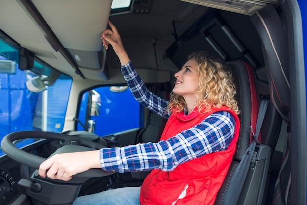 Motorista de caminhão e tacógrafo