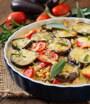 Moussaka (caçarola de berinjela) - um prato tradicional grego