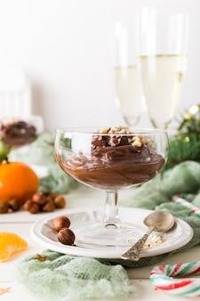 Mousse de pudim de chocolate com abacate