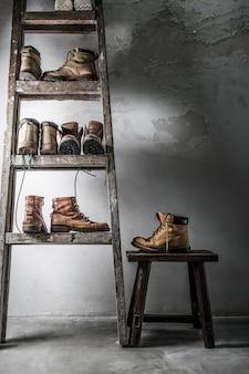Móveis com diferentes pares de botas