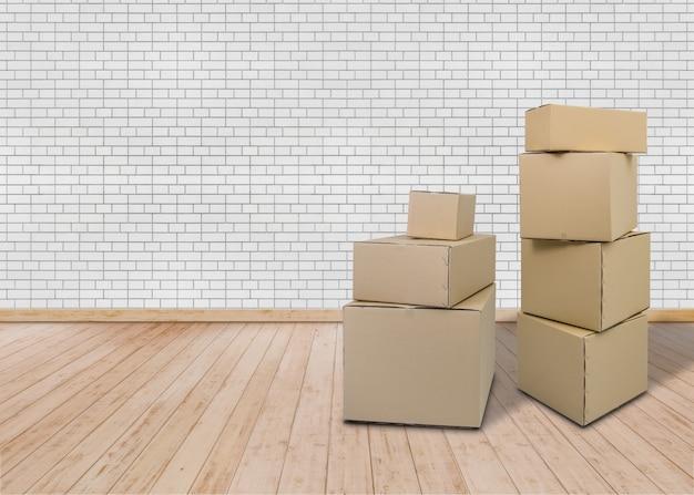 Movendo-se em nova casa. quarto vazio com caixas da caixa
