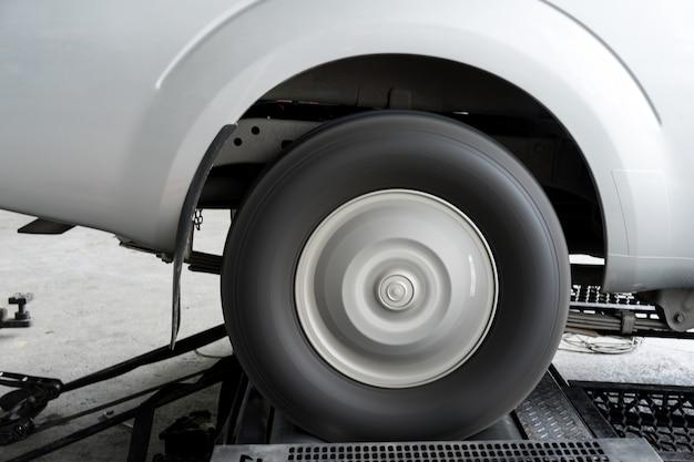 Movimentação da roda traseira do desempenho do carro do teste do dinamômetro