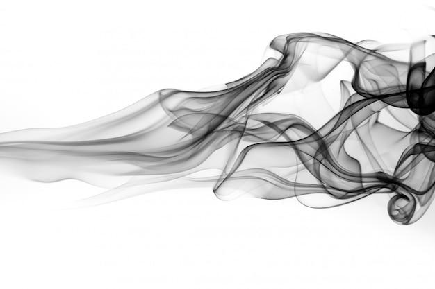 Movimento de fumos tóxicos em fundo branco. fogo