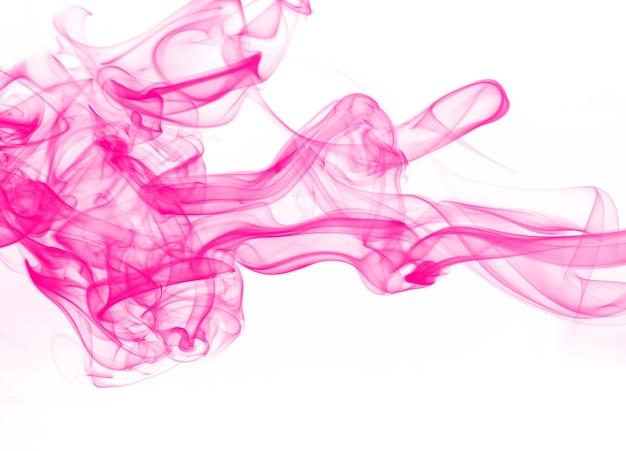 Movimento de resumo de fumo-de-rosa sobre fundo branco