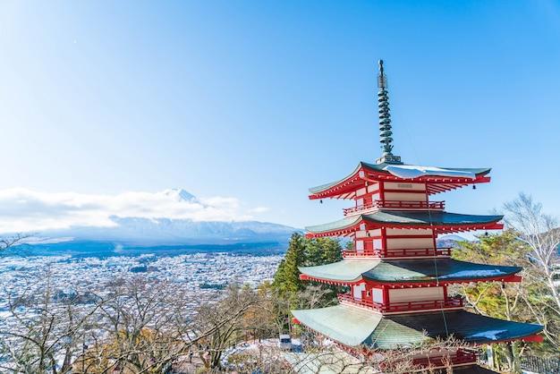 Mt. fuji com o pagode de chureito no outono, fujiyoshida.