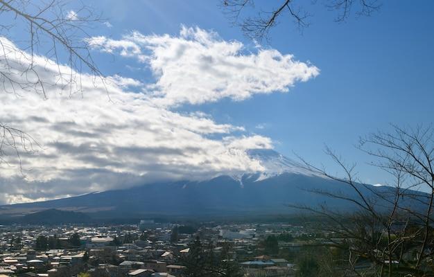 Mt. fuji perto de chureito pagoda no outono
