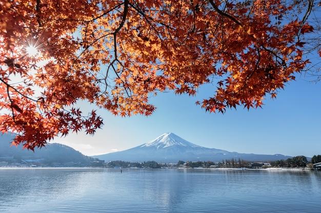 Mt fuji vista do lago kawaguchiko na cor do outono