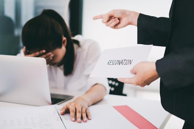 Mudança de negócios de emprego, desemprego, conceito resignado.