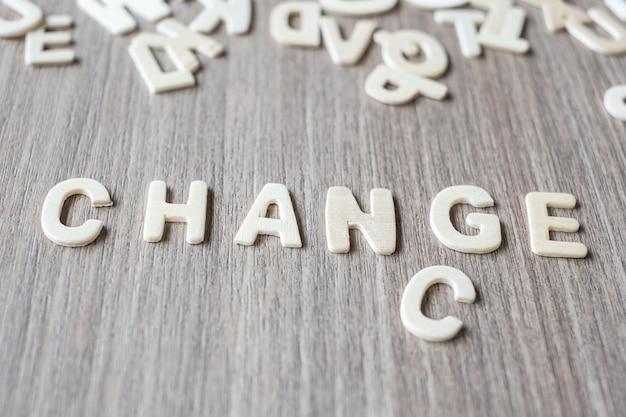 Mudança e chance palavra de letras do alfabeto de madeira. conceito de negócio e idéia