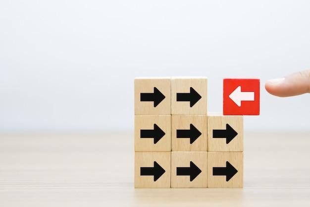 Mudança para gráficos de sucesso ícones em blocos de madeira.