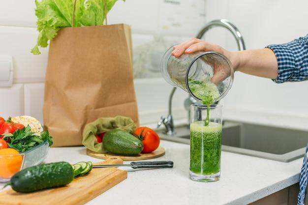 Mudanças na consciência da saúde, perda de peso, dieta de desintoxicação, resoluções de ano novo iniciam o processo de preparação