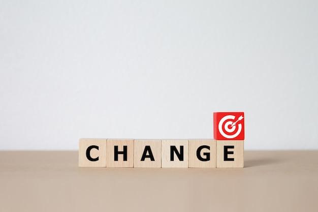 Mudar para o sucesso conceito bloco de madeira.
