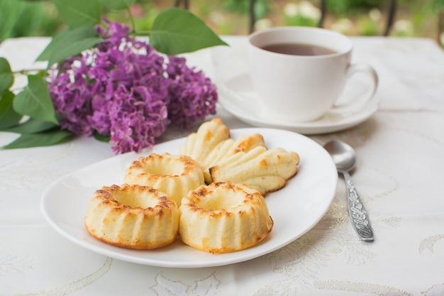 Muffins acabados de fazer no café da manhã