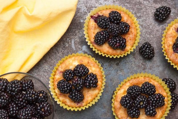 Muffins caseiros com amoras