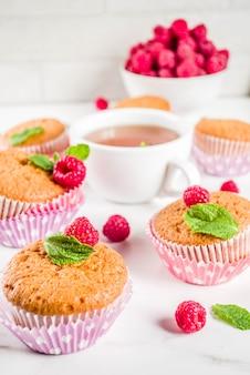 Muffins caseiros com framboesas