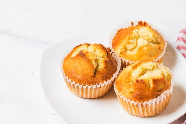 Muffins caseiros de porca de banana prontos para comer