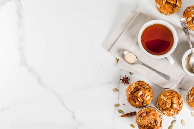 Muffins de abóbora com chá e especiarias tradicionais do outono