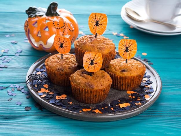 Muffins de abóbora para festa de crianças de halloween